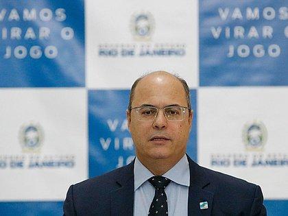 Governador do Rio de Janeiro é afastado do cargo por irregularidades na saúde
