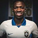 Vinícius Júnior, do Real Madrid, anunciou a camisa branca da Seleção