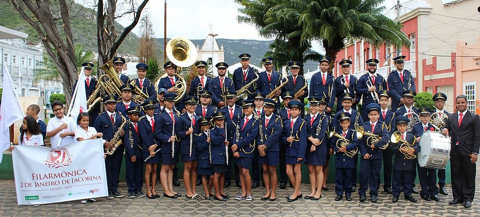 Filarmônica 2 de Janeiro, de Jacobina, sob a regência do mestre Celso Santos