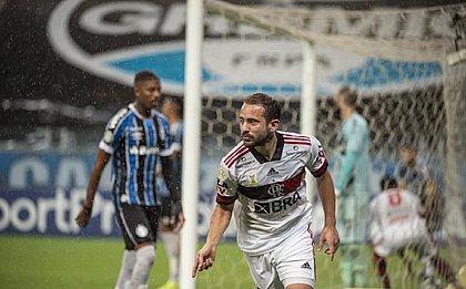 Everton Ribeiro comemora gol marcado na virória do Flamengo sobre o Grêmio