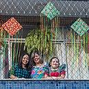 A corretora de imóveis Daniela Oliveira preparou o clima de São João em casa, ao lado das filhas Vitória e Valentina