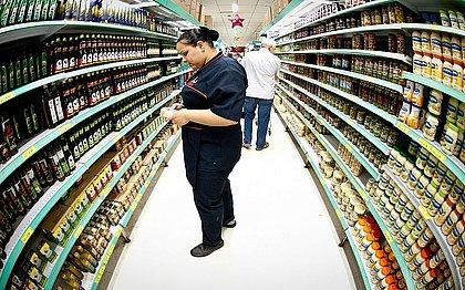 Confiança do consumidor abre 2018 com crescimento e marca 43,6 pontos