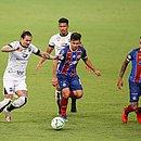 Vina é marcado por Alesson e Gregore; meia fez o primeiro gol do Ceará
