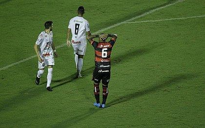 Roberto lamenta chance perdida contra o Operário-PR