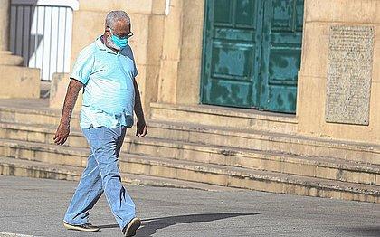 Uso de máscara agora é obrigatório em 385 municípios baianos