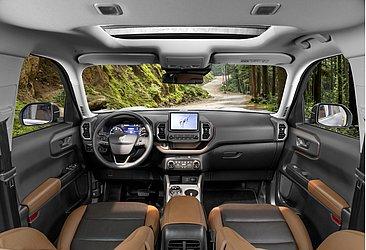 O SUV tem interior bicolor, conta com nove airbags e banco do motorista elétrico