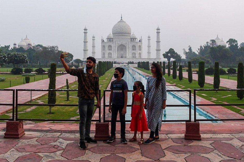 Taj Mahal reabre na Índia apesar do aumento de casos da covid-19