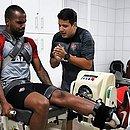 Zagueiro Thales faz exercício na academia do Vitória