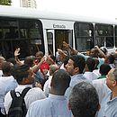 Rodoviários garantem funcionamento normal dos ônibus nesta segunda-feira (19), o que pode mudar se a reforma da Previdência for votada