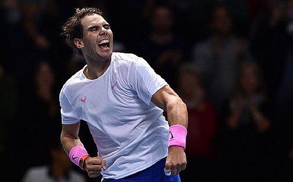 Nadal vence Tsitsipas de virada e segue vivo no ATP Finals