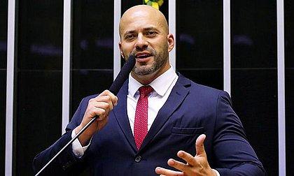 Ministro manda bloquear perfis de Daniel Silveira em redes sociais