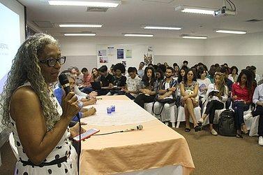 A editora-chefe do CORREIO, Linda Bezerra, apresenta programa a candidatos