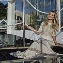 Nathália Velame no deck de vidro e ferro do seu ambiente
