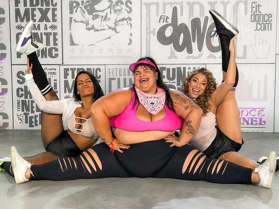 FitDance: Na Bahia, Thaís Carla gravou coreografia com Isis Oliveira e Juliana Paiva