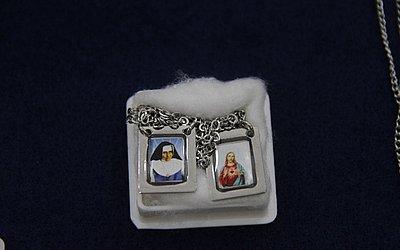 Escapulário com imagens de Jesus e Irmã Dulce - R$ 10
