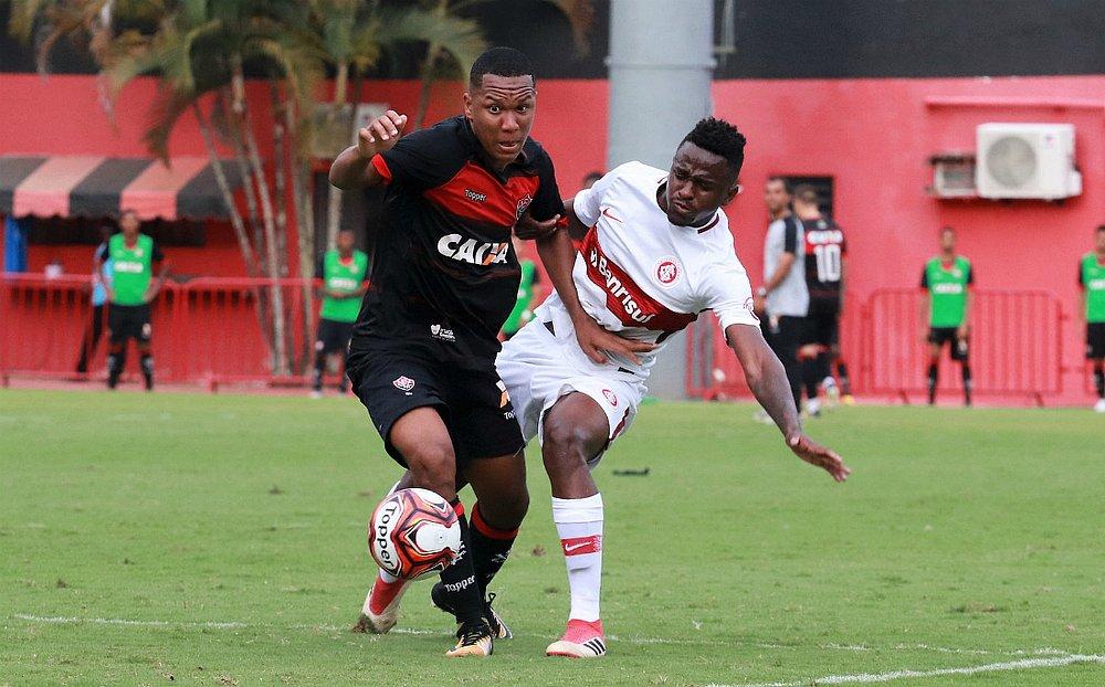 Leo Xavier já foi convocado pela seleção sub-20 (Maurícia da Matta   EC  Vitória) c1ee033c2fffb