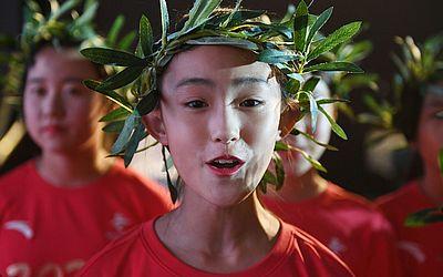 Crianças ensaiam para a apresentação que celebrarará amanhã o 10o aniversário dos Jogos Olímpicos de Pequim de 2008.