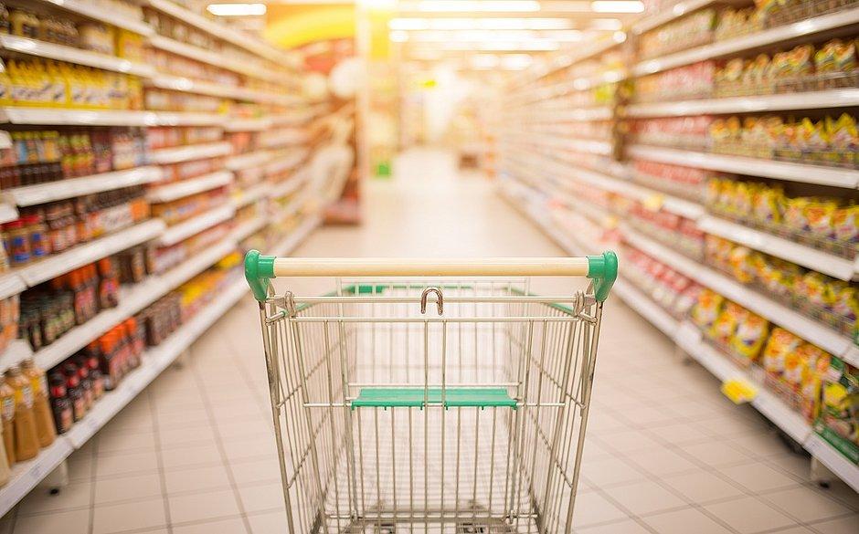 Quem ganha na pandemia? Consumidor chega a gastar até 30% a mais nos mercados