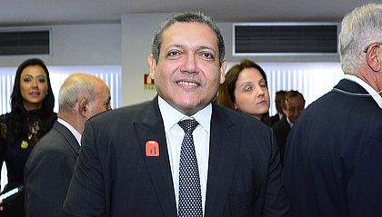 Indicado por Bolsonaro ao STF é alvo de dossiê de senadores 'lavajatistas'