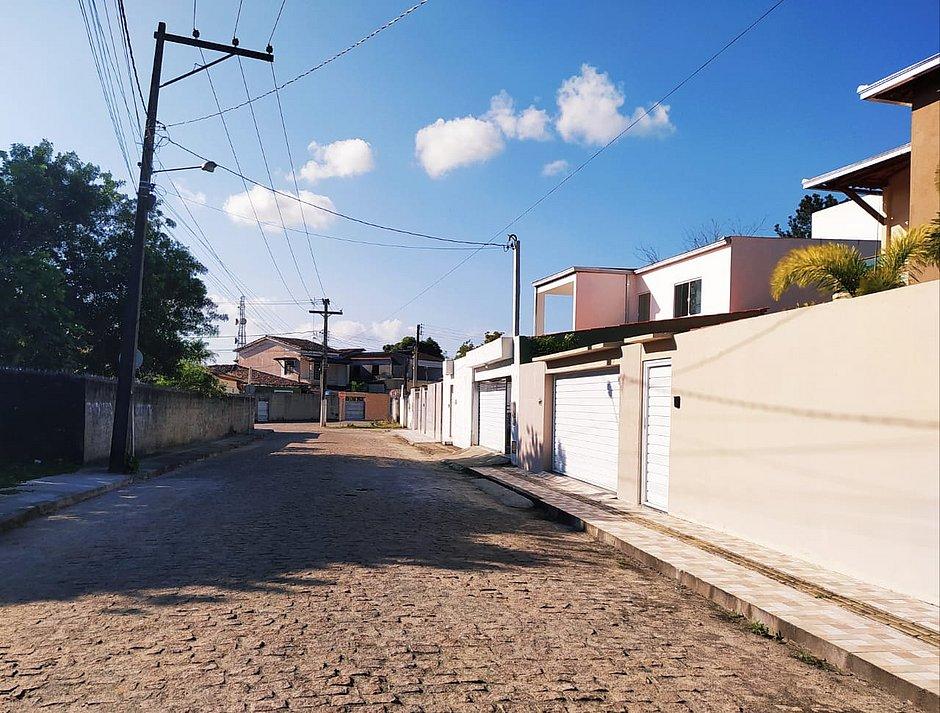 Rua Belo Vale, no centro de Muritiba, onde a moradora Marise Caribé sentiu o tremor de terra nesta manhã