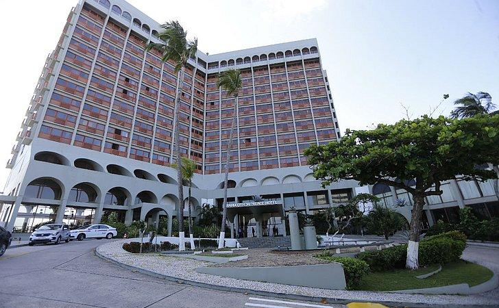 Funcionários e hóspedes se despedem neste domingo (18) do Bahia Othon Palace