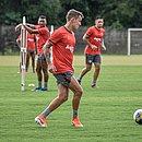 Wesley Pionteck participou do treino do Vitória