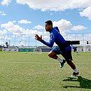 Elton treina na Cidade Tricolor e vive expectativa de voltar a jogar depois de cinco meses