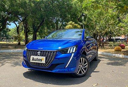 Completamente renovado, o Peugeot 208 custa entre R$ 74.990 e R$ 94.990. O motor é 1.6 aspirado e o câmbio é automático de seis velocidades