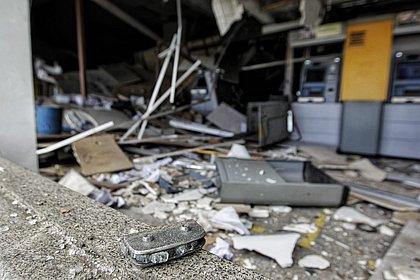 Banco fica completamente destruído após explosão em Salvador; veja fotos