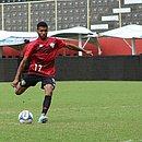 Atacante Wesley treina finalização no Barradão
