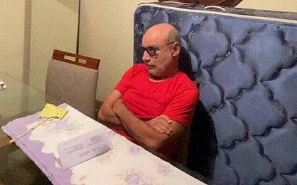 Fabrício Queiroz e mulher, que está foragida, vão para prisão domiciliar