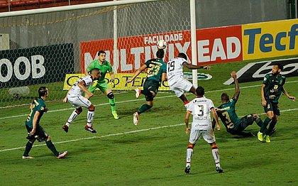 Vitória vacila e é goleado por 4x0 pelo América-MG no estádio Independência