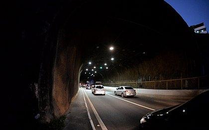 Após ação de vândalos, túnel da Via Expressa ganha nova iluminação