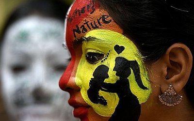 Estudantes de uma Universidade em Chennai, na Índia, escolheram as pinturas faciais para marcar a data.