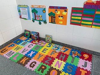 Brinquedos para as crianças na sala de aula