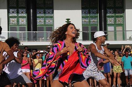 Em apresentação surpresa, Daniela Mercury antecipa Carnaval na Barra