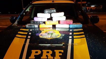 Dupla é presa com 12kg de cocaína escondidos em estepe de carro na Bahia
