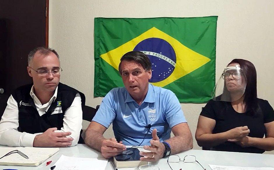 Bolsonaro sobre ONGs ambientais: 'Não consigo matar esse câncer'