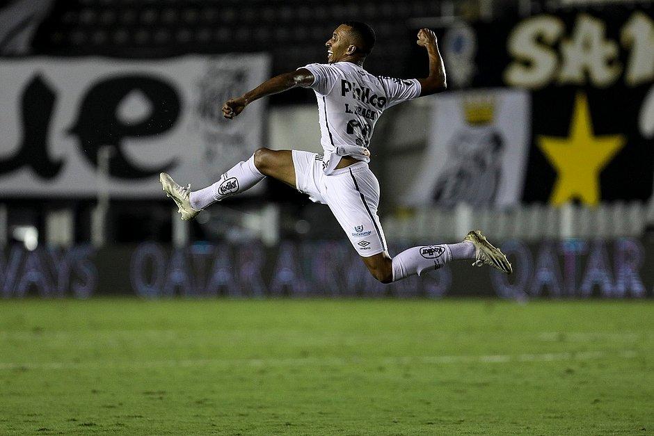 Lucas Braga comemora à la Pelé
