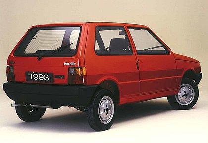 O Uno Mille de 1993 não tinha ar-condicionado e nem direção hidráulica. Seu motor de 994,4 cm³ rendia 48,5 cv de potência e não havia retrovisor do lado direito