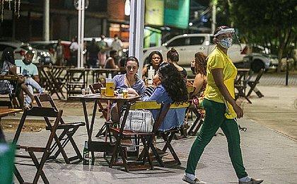 Bares de Salvador ampliam estoque para fim de semana com venda de bebidas liberada