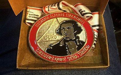 Medalha Alferes Tiradentes, concedida a prefeitos, secretários e vereadores baianos