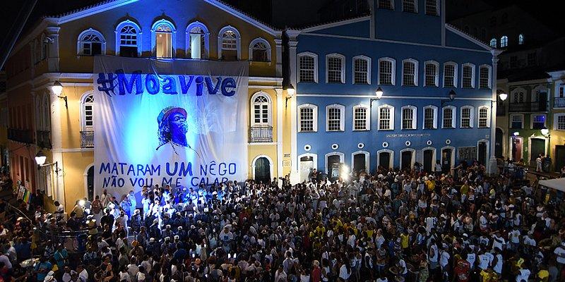 Moa do Katendê: centenas celebram memória de mestre ao som de tambores no Pelô