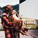 Hamilton e Roscoe, seu bulldog inglês