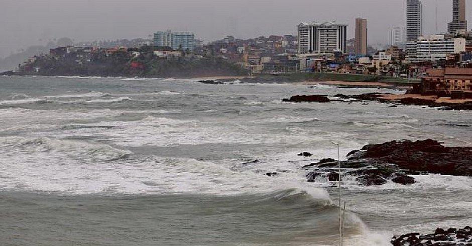 Fim de semana terá 80% de chances de chuva na capital; Marinha alerta para ventos fortes
