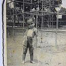 Agnaldo, aos dois anos, no jardim do educandário