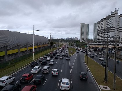 Chuva deixa trânsito intenso em Salvador; veja pontos de engarrafamento