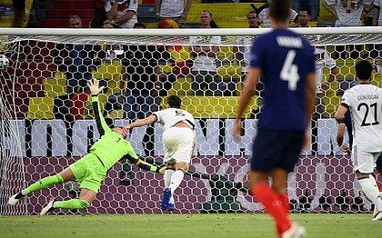 Hummels marcou contra o próprio gol e garantiu a vitória da França