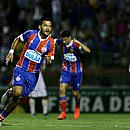 Rogério marca o gol de empate do Bahia no Joia da Princesa