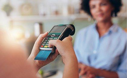 Nem débito nem crédito: Adesão ao cartão pré-pago cresce mais de 68%